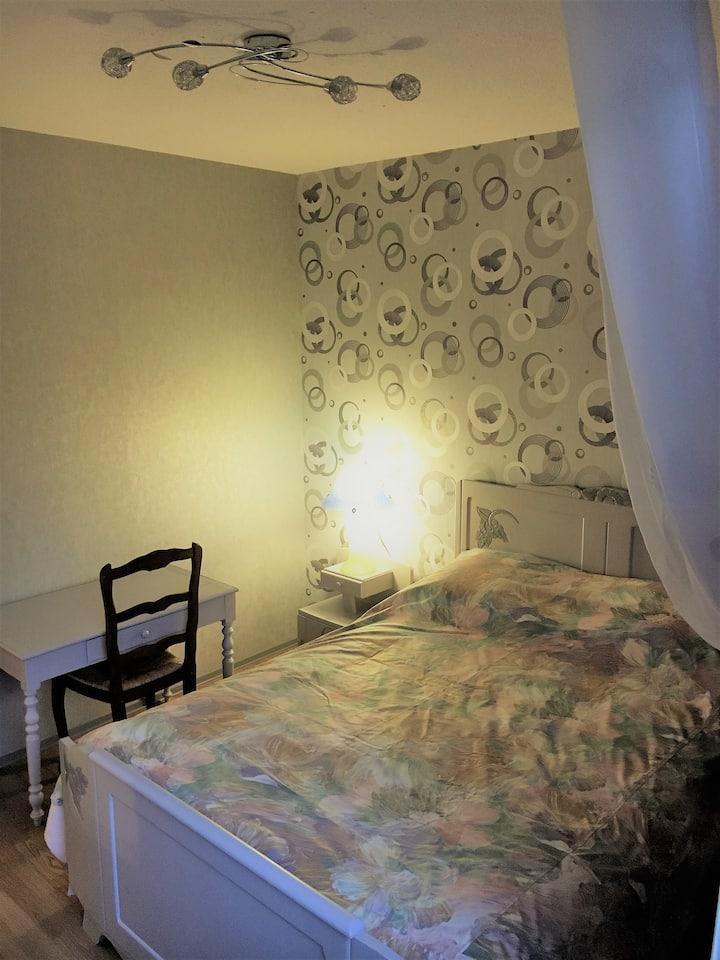 Chambre privée dans appartement, Libourne