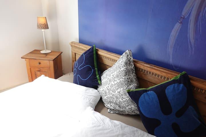 charming room ~ Altbau ~ Nähe Dom/Messe