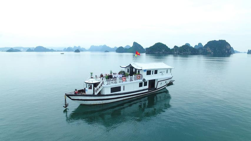 Private 3 cabins cruise Halong bay 3 star
