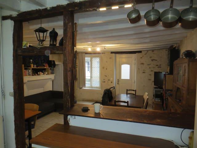maison rustique au calme - Bonnétable - Casa