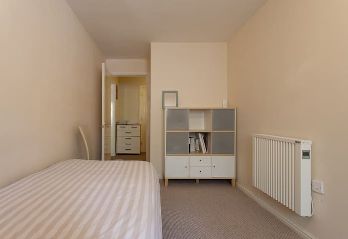 * Comfy room in a lovely flat *