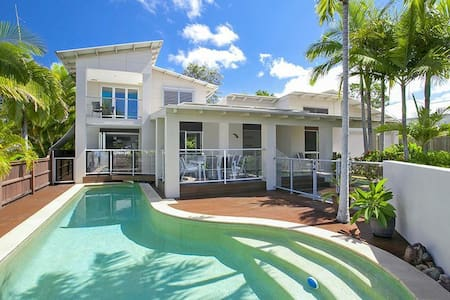 Beautiful 4bd house with Pool - Noosaville