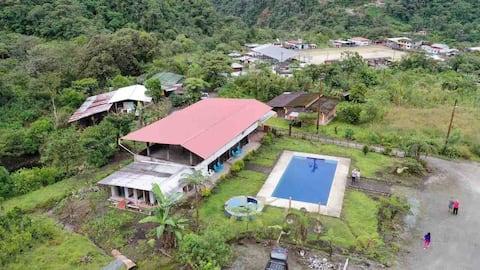 QUINTA SUYANA ( a 30 minutos en la vía Baños-Puyo)