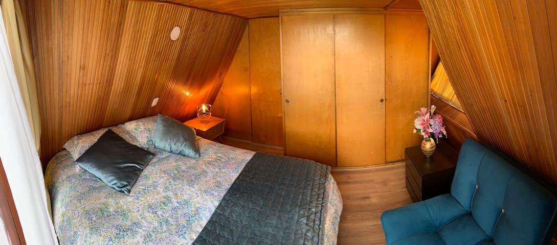 Alcoba Queen // Queen Bedroom