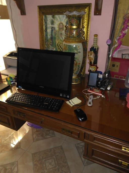 Escritorio con computadora
