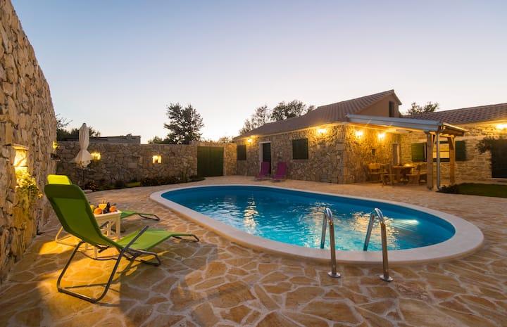 Modern charming villa Olive