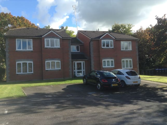 Cosy 1 bed flat in Madeley Cheshire