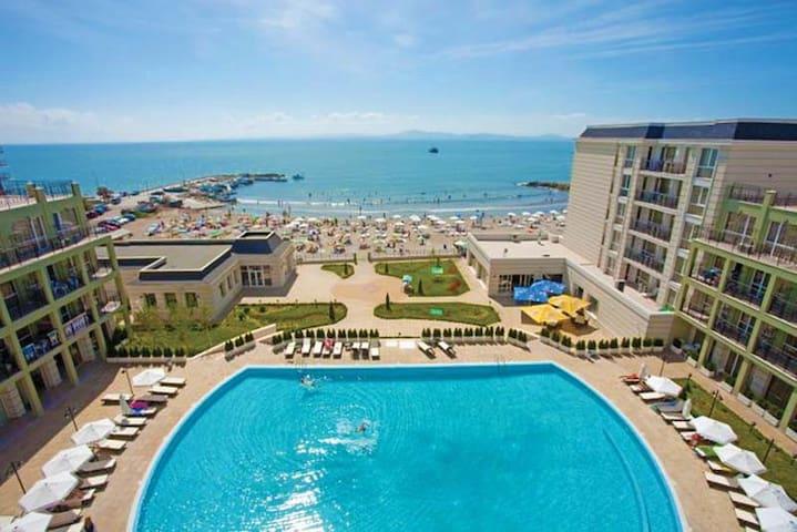 Квартира на берегу моря Festa Hotel - Pomorie - Apartment