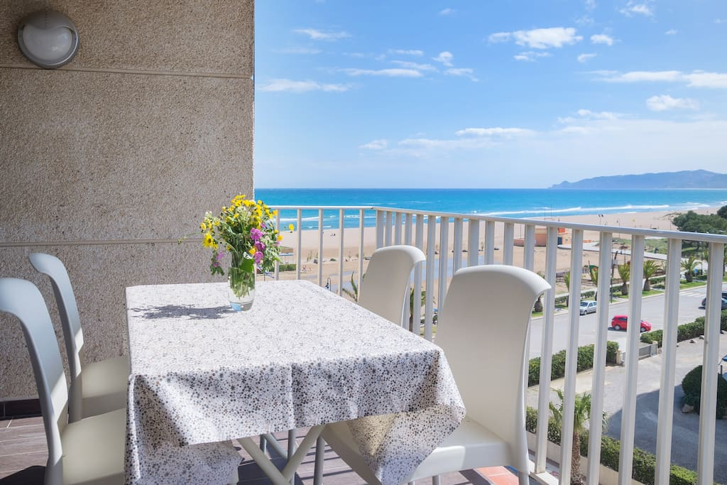 Balcony with 6 chairs + 2 relax chairs