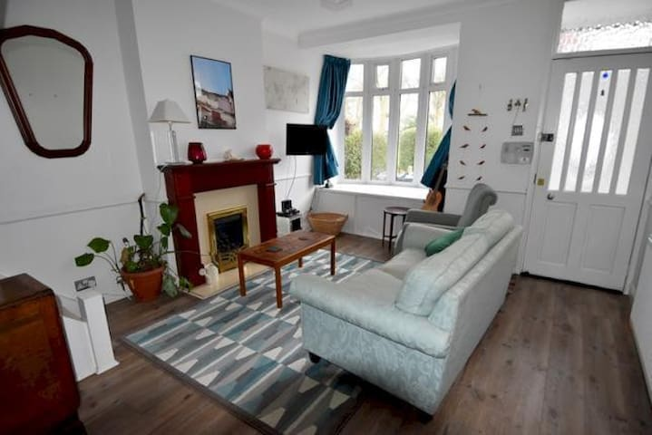 Large single room for short-term or longer lets