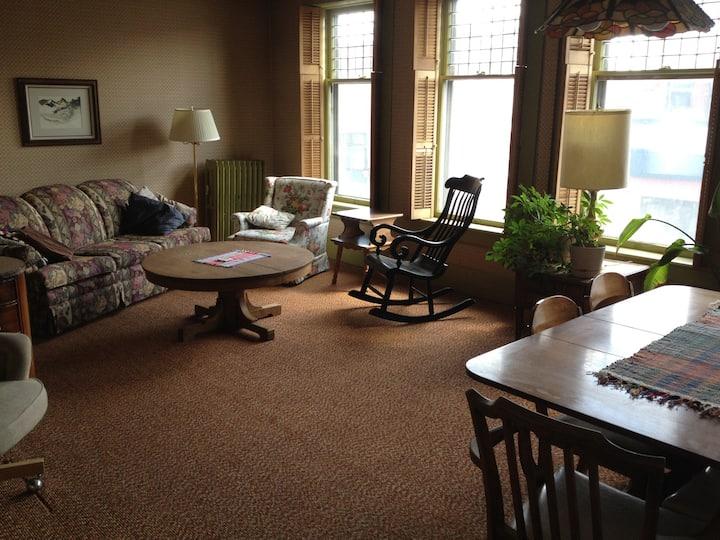 Charming apartment downtown Laramie