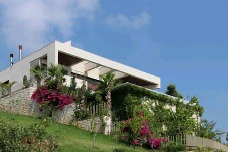 Luxury Villa overlooking the stunning Med sunsets