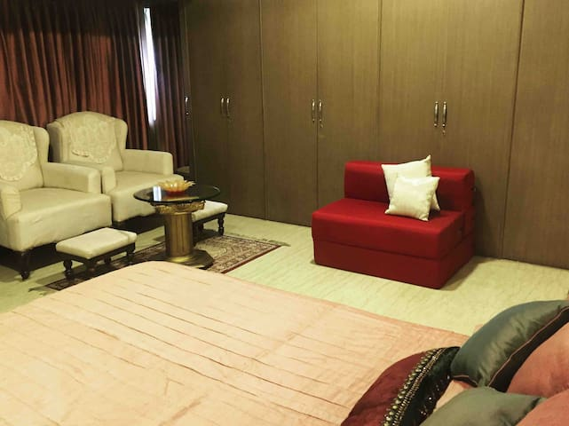 Luxurious master bed/apt in the heart of Calcutta