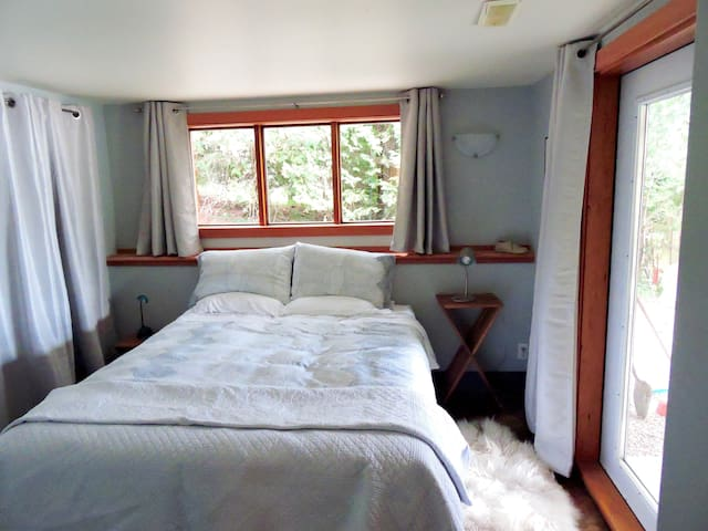 Second bedroom with lakeview