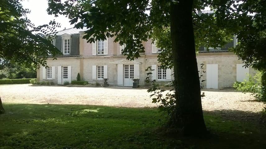 Maison de Maître 1 h de Paris - Neuville-aux-Bois - Rumah