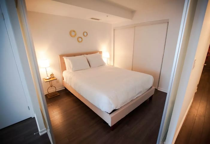 QUEEN'S 2 BED APARTMENT