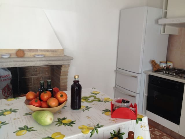 Romantic flat in the country side - contrada San Pietro - Apartamento