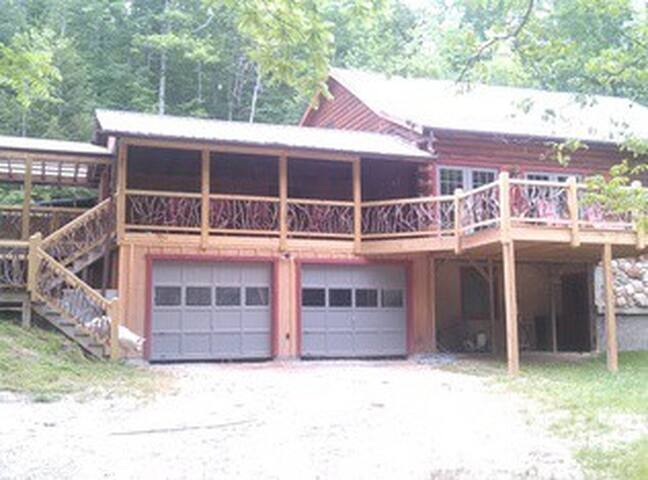 AVAILABILE!!  KING BEDROOM  IN MTN LOG STYLE HOME - Pickens - Bed & Breakfast