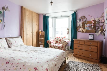 A Large Double Room - Brighton