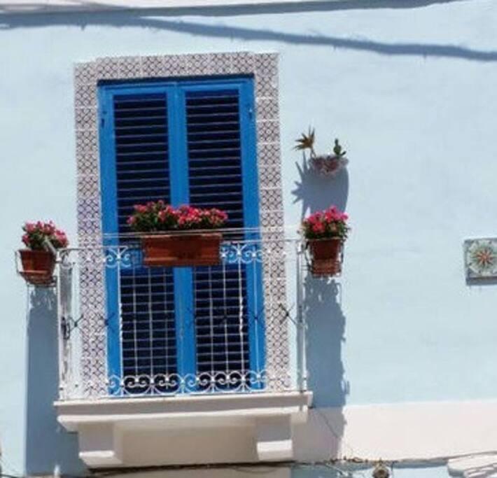 Finestra con balcone