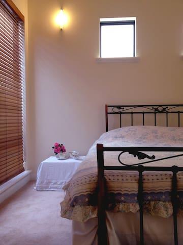 Martha's Rest - The Garden Suite - Beaconsfield - Bed & Breakfast