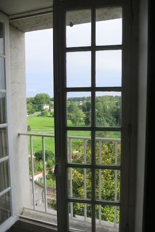 Room with view on the valley. - Château-Landon