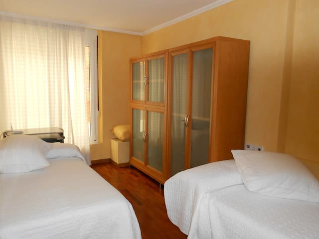 Beautiful double room for rent - Barcelona - Huis
