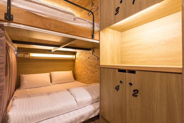 女生 - Posh Double Bed in Female Dorm