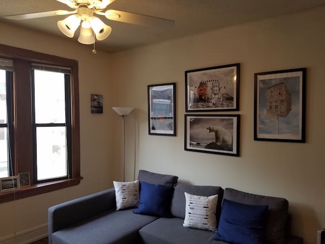 Convenient 1 Bedroom in Lakeview