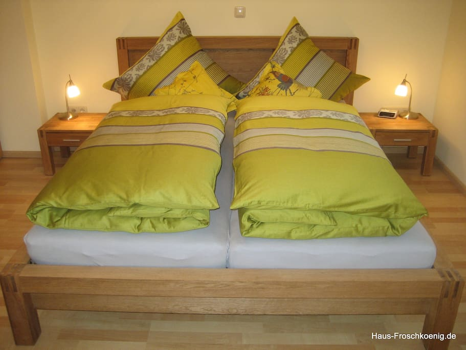Erholsamer Schlaf: hochwertige Kaltschaummatratzen, bes. Oberbetten, Möbeltresor