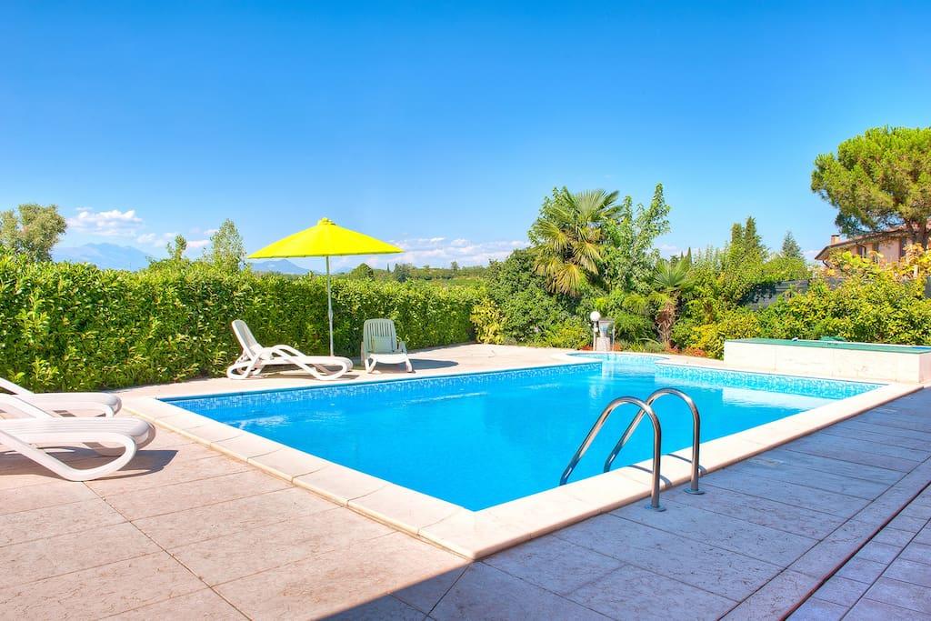 La zona piscina (Vista 3)