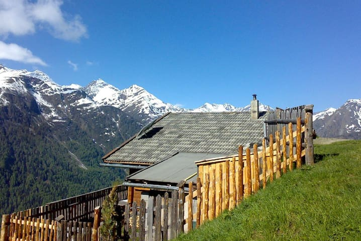 Hintadrogach Alm - Wallhorn - Hytte (i sveitsisk stil)