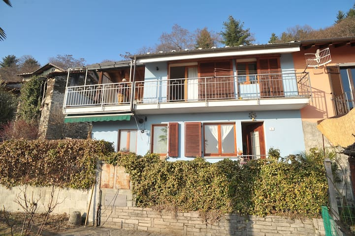 Nice balcony on Lake Maggiore! - Bee - House