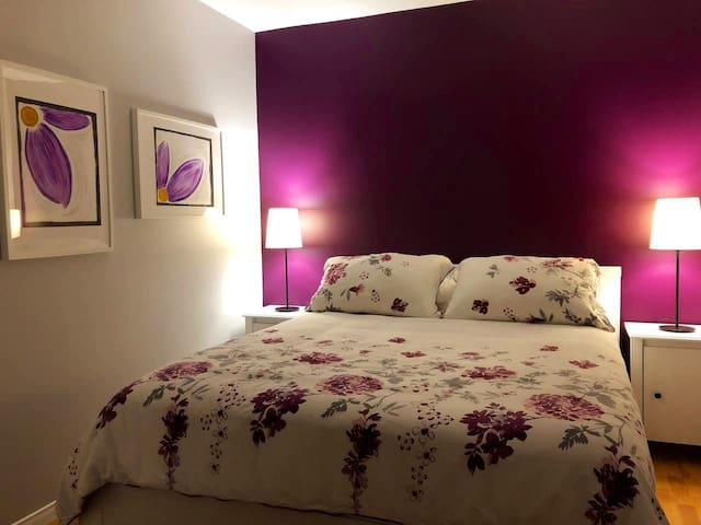 Private Bedroom 5 minutes from Downtown Paris (P)