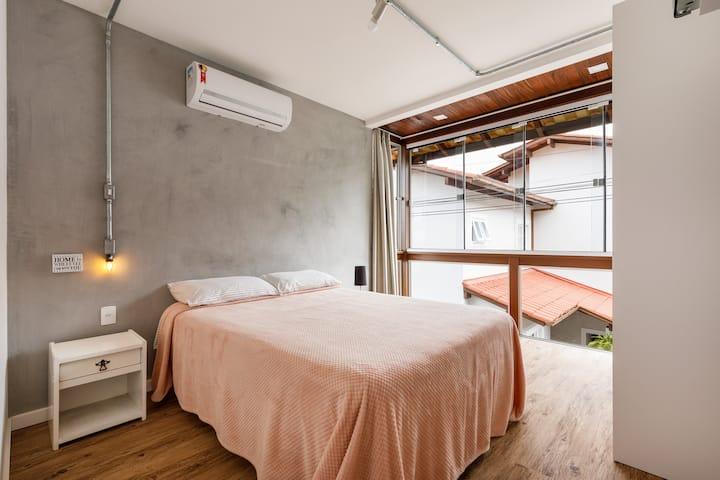 Lindo apartamento em Jurerê a poucos passos do mar
