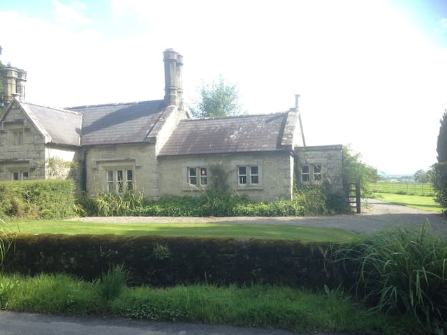 Schoolhouse Cottage at Lisnavagh - Rathvilly - Cabaña