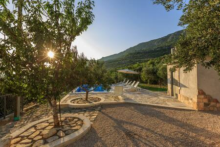 Family house with pool in the hills - Trogir