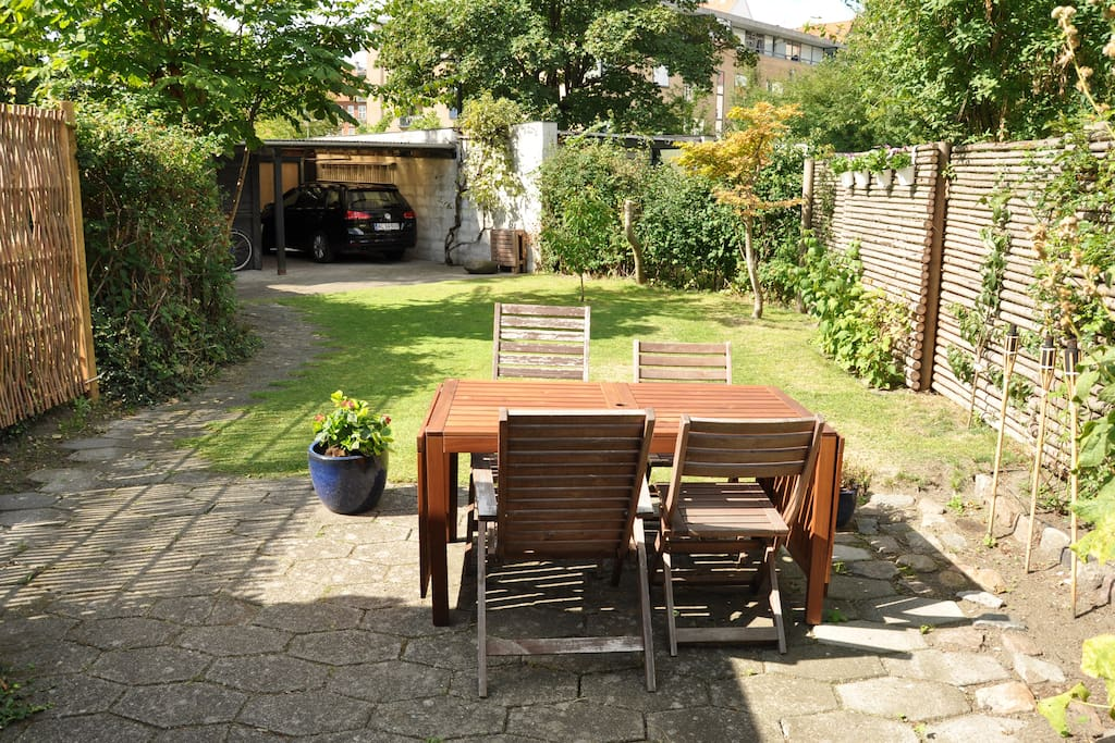 Garden - table and parking