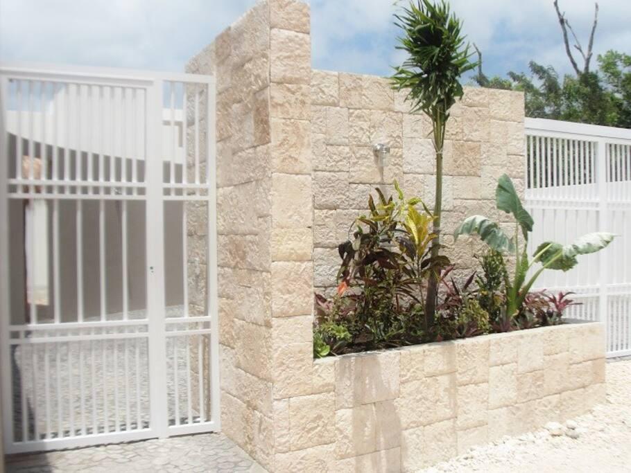 The planter that welcomes you to Casa de sus Suenos