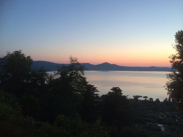 LOVELY LITTLE HOUSE WITH A VIEW - Bracciano