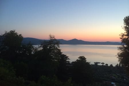 LOVELY LITTLE HOUSE WITH A VIEW - Bracciano - Ház