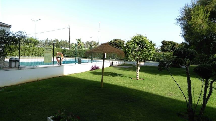 Piso muy amplio 4 dormitorios y 2 ba os y piscina for Pisos 4 dormitorios malaga
