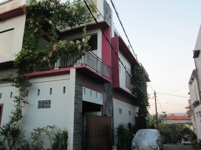 Penta Guest House - South Kuta - House