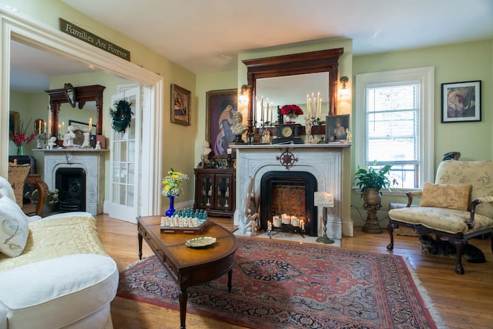 Charming 1BD in house