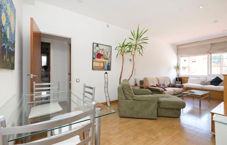 Sunny and quiet double room+Balcony - Barcelona - Bed & Breakfast