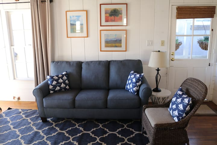 Adorable Balboa Island cottage apartment, sleeps 4