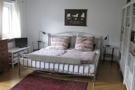 Spacious doubleroom with balcony - Grafing - Talo