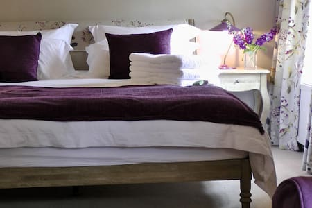 Boutique bedroom/sitting room Alton - Bentworth, Alton. Hampshire - B&B/民宿/ペンション