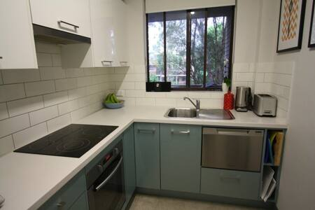 Great space close to train & shops - West Ryde - Daire