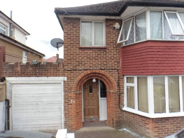 Nice room in Lovely Family Home - Wembley - Bed & Breakfast